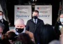 Na letišti Košice vykládají Sputnik-V a Čaputová blouzní o výhodách neexistujících dodávek z EU
